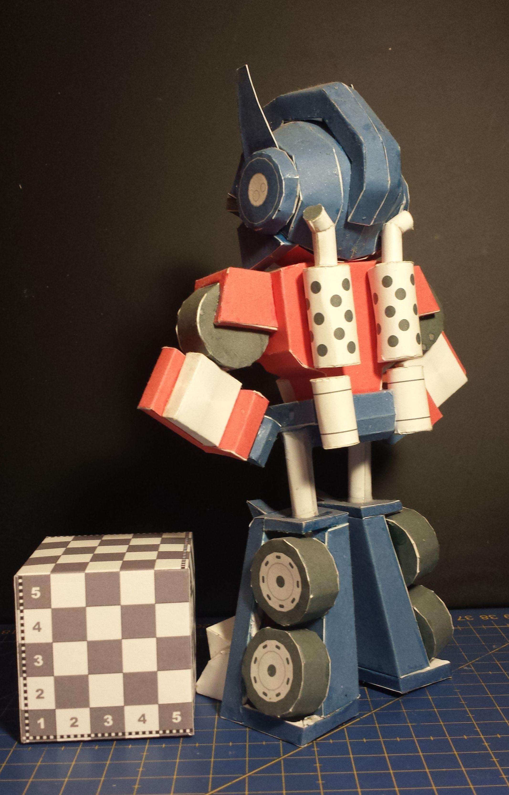 Mass Effect Papercraft Figura De Angry Bird Transformers Red Optimus Prime Modelo
