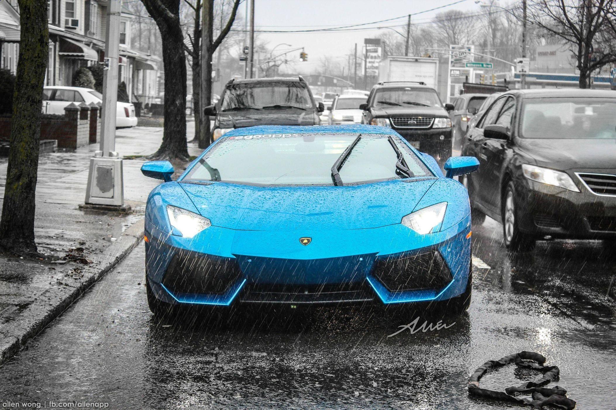 Papercraft Lamborghini 2012 Azure Blue Lamborghini Aventador In the Rain [oc] [2568x1712